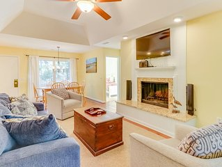 Comfortable house w/ shared pool, tennis & screened porch - beach nearby!