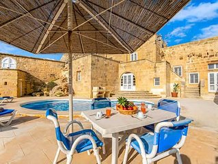 Farmhouse villa with great views and design, a pool and Wi-Fi, close to capital