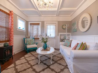 Cozy seashell inspired cottage minutes to downtown, shopping & dining