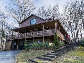 A Family Tradition - Beautiful Boone cabin with hot tub, home theater system and