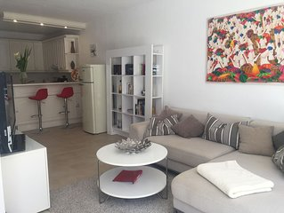 Modern apartment with spacious balcony, heated pool and top equipment