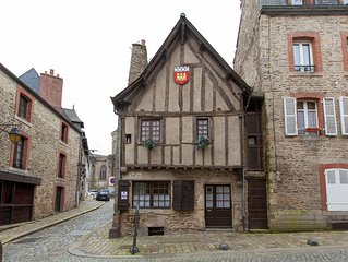 14th Century Self Catering House / Gite In The Very Heart Of Medieval Dinan