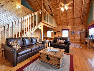 Elegant Cabin in Perfect Location-! Private but close to Everything!