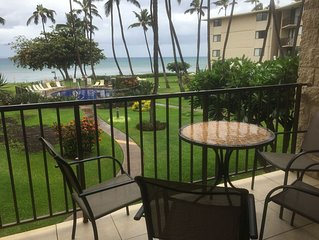 Maui 5 STAR REVIEWS RIGHT ON THE BEACH A/C in the living room *Kanai A Nalu 212