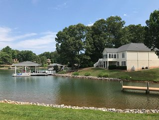 Boat Ramp, Pool, Fire Pit, Kayaks, Gas Grill, Flat Lot, Huge Dock & Ping Pong!