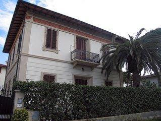 Elegante appartamento in villa a due passi dal mare