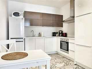 Spacious Top Spot Residence 6 apartment in Brussels Centre with WiFi & lift.