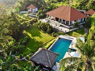 Exclusieve 5 sterren villa met 365° view op zee, bergen en rijstvelden!