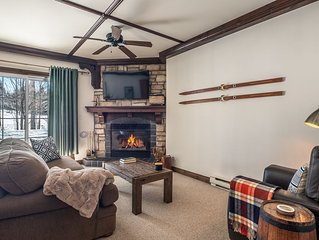 Cozy fully equipped condo, close to the village, heated pools, free shuttle.