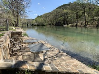 Beautiful La Querencia On The Guadalupe River *Perfect way to escape COVID19*