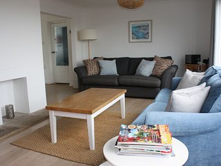 FOWEY Detached Home With Estuary Views and Parking Sleeps 7