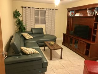 Great Home in the Heart of Dunedin, Florida Minutes away from Honeymoon Island!