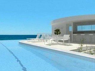 Apartamento novo e decorado, em frente a praia e com excelente area de lazer