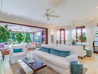Contemporary Interior Designed Villa inc housekeeper close to Gibbes Beach