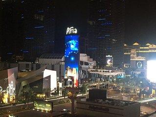 2 Bd 2 Bath 2 Balcony Direct Strip View in the Heart of the Vegas Strip Sleeps 6
