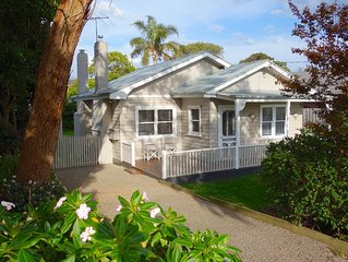 Coastal Cottage, walk to the Bay, with free WiFi & Netflix! Linen supplied.