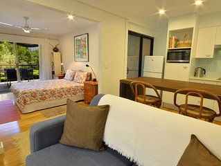 Award-winning private couples retreat, mins to beach, National Park, & village