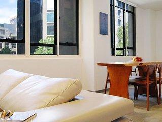 2BR, 4 REAL BEDS – City Centre corner Queen St & Flinders Lane