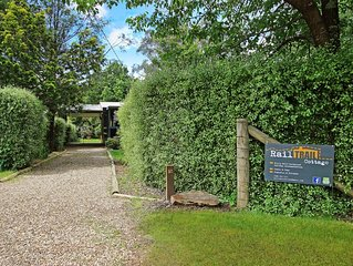 Rail Trail Cottage - BRIGHT