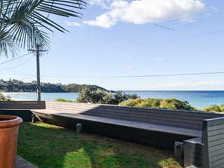 THE GLASS HOUSE * MOLLYMOOK BEACH - Beach Front Property