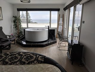 Wavewatch Rooftop Spa Suite