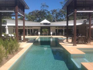 Luxury beach house- Aussie paradise in native bushland resort.Expansive pool,spa