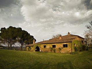 Spacious Rustic Farmhouse In Tuscan Countryside