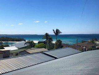 Main Street Huskisson - Family Friendly - Huge Modern Apartment - 750m to beach!