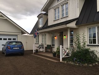 Luxury Scandinavian style villa (12-14 guests) with hot tub at the Golden circle