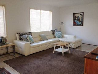Central Portsea- Comfy, Spacious and Clean.