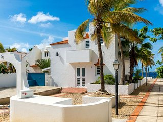 Oceanfront Villa, great house reef, near dive shops, restaurants, shared pool