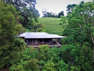 Self contained, 1 bedroom cabin - waterfalls, rainforest, wildlife, walk tracks