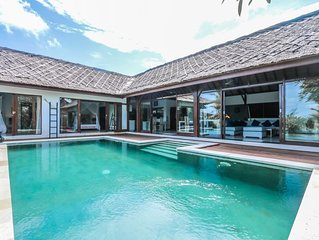 Luna Maya, Newly Renovated 3 Bedroom Villa, Closed Living with A/C, Canggu