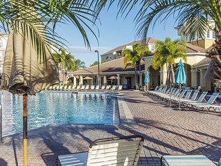 Vista Cay Luxury Lakeview 3 bedroom condo
