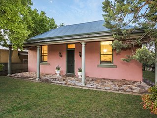 Ideal Mudgee stay! Central location - 1-2 blocks to anywhere in the town centre.