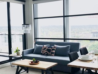 City view/Location/ wifi/Parking/2 Bedrooms