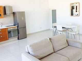 MODERN 1 BEDROOM PENTHOUSE (CLOSE TO ALL AMENITIES)