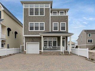 Family friendly on Ocean Block with Oceanviews 6 houses from ocean