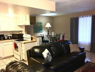 2 bed/2 bath Condo w/kitchen & laundry near Palms, Shopping, Food, & City Bus