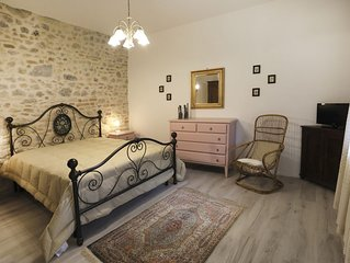 6Px Apartment inside Medieval Wall, at ground floor, with garden