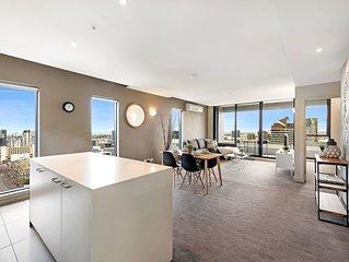 Spacious 2-BR CBD Apartment + Seaview!