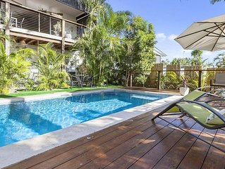 Oasis on Edwards~Sunshine Beach~Luxury 2 Bedroom apartment with private pool