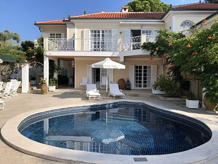 Beautiful villa with views and pool, 1 minute walk to the beach