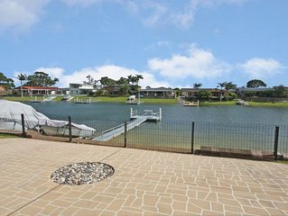 Canal Front Holiday Home with Private Jetty!!!
