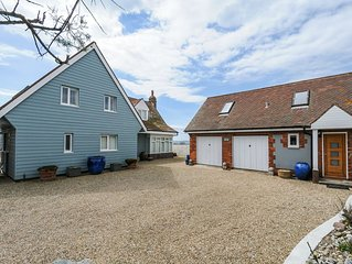 Beach Front Home: Hot tub, Log fire, Games room & Aga, 6 bedrooms Reduced rates
