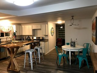 Fully Renovated Cottage, block from private beach and Lake Erie!