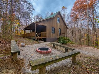 Remodeled 3 BR cabin with pool table room. Close to Old Man's Cave