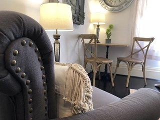 Parisienne Stay Studio Apartment CBD Little Bourke  with pool  -Theatre District