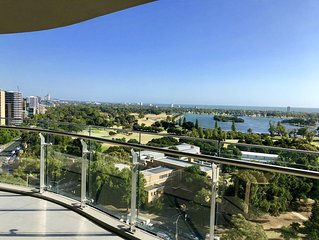 Breathtaking view! High Floor Luxury Apt. Close to trams. Free Wifi & Parking