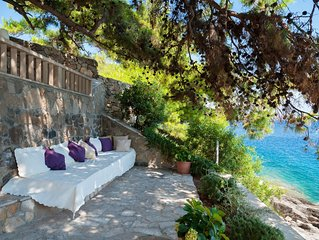 Exclusive Right on the Adriatic Sea- Fully Serviced